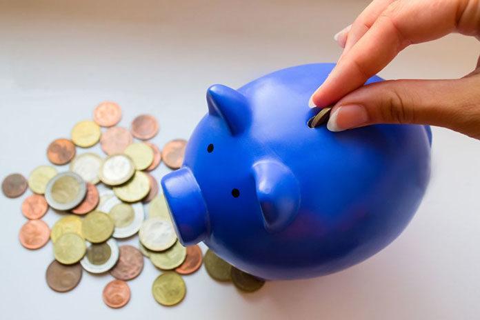 Proste i skuteczne sposoby na oszczędzanie pieniędzy w domowym budżecie