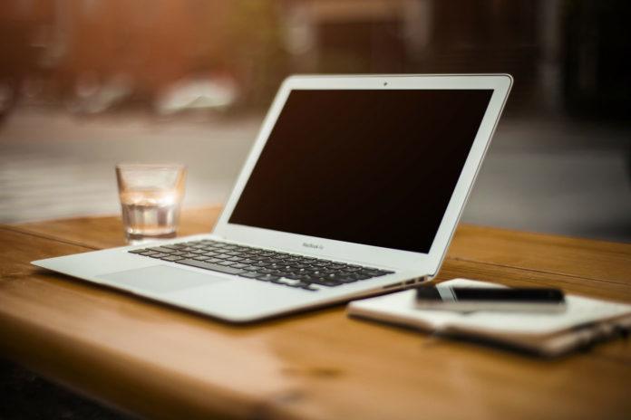 Komis komputerowy – zalety używanych komputerów