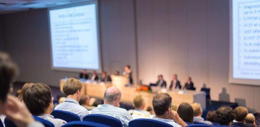 Jak wybrać projektor do sali konferencyjnej