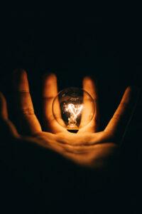 W hurtowni elektrycznej znajdziesz niezbędne materiały i skorzystasz z usług